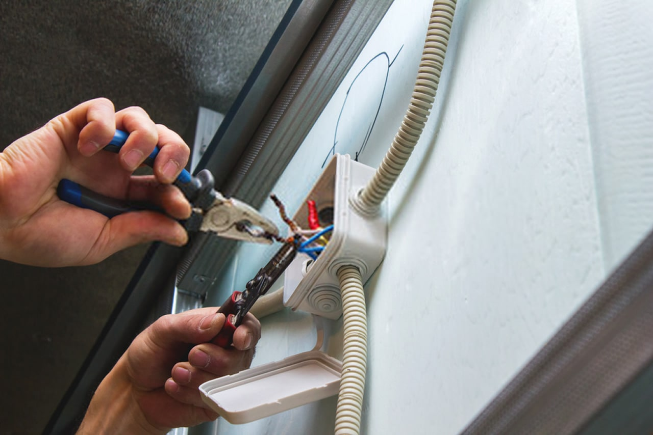 5 Things To Know When Hiring an Electrician